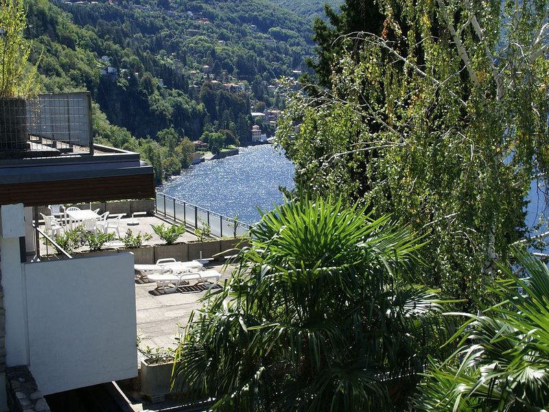 Holiday home with balcony, for 2-4 people, by lake Como near Pognana Lario, holiday rental in Palanzo