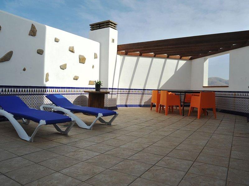 Beautiful Contemporary Apartment In El Cotillo Fuerteventura. All Year Round Sun, holiday rental in El Cotillo