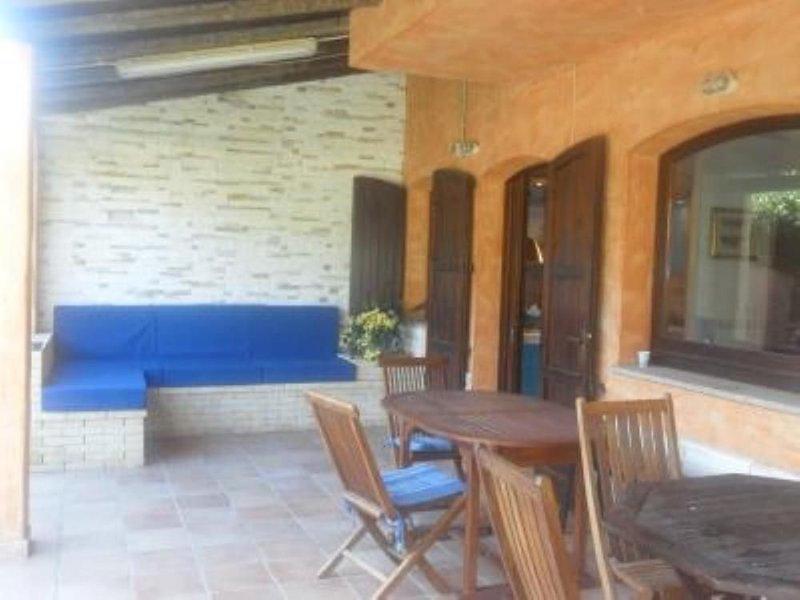 Villa caposchiera indipendente con giardino(15 minuti da Villasimius), location de vacances à Torre delle Stelle