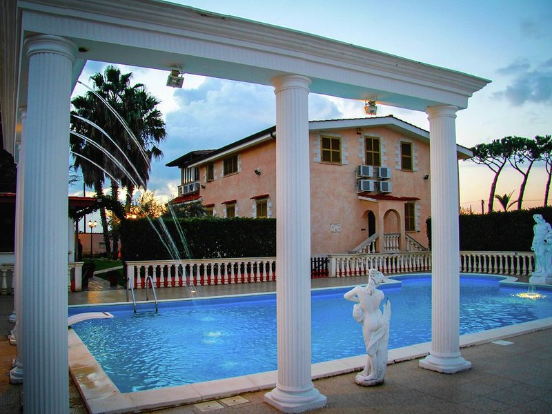 Spacious Villa in Anzio with Private Swimming Pool, holiday rental in Cogna