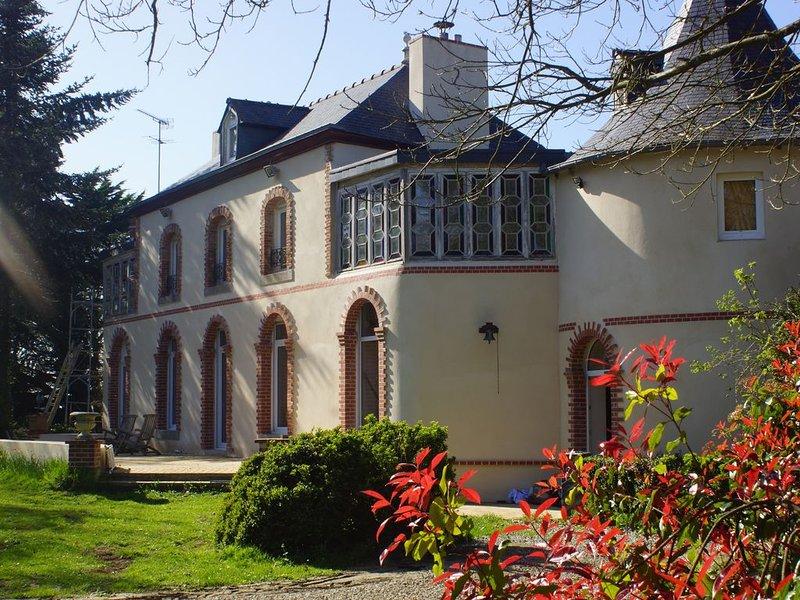 Demeure d'Exception /Atypique/3ha/Piscine Chauffée/, vacation rental in Hillion