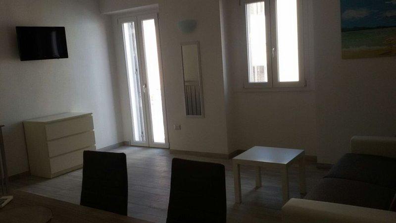 Appartamento in centro La Bianca, holiday rental in Terravecchia-portoquadro