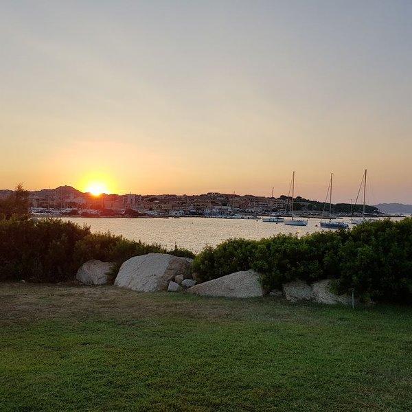 Appartamento Palau sulla spiaggia a 400mt. dal porto., aluguéis de temporada em Palau
