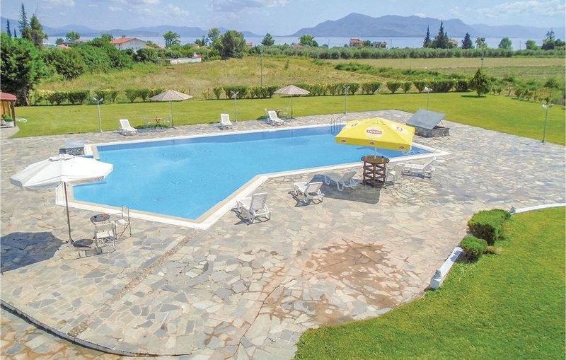 Großzügig geschnittenes Haus mit herrlichem Pool, vacation rental in Kamena Vourla