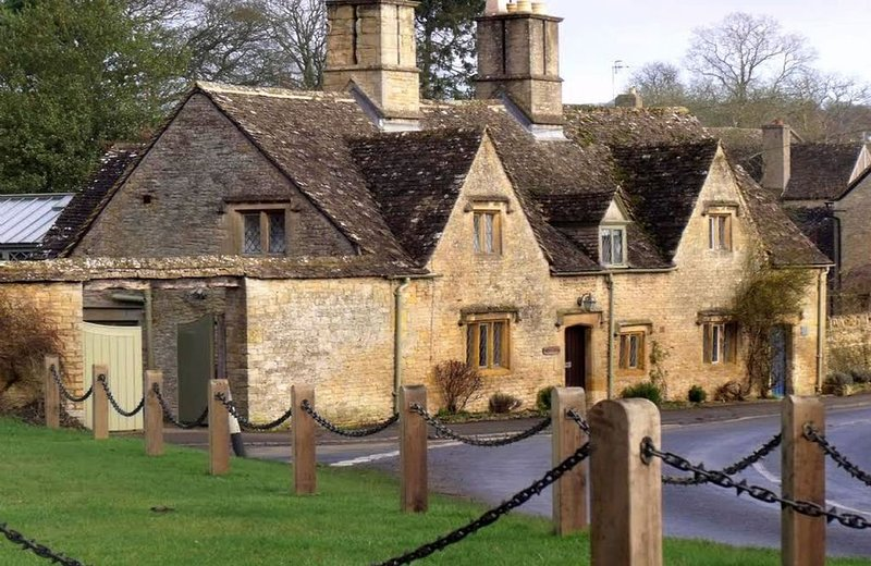 A Grade II listed property built in 1681, Rosemary Cottage is a beautiful holida, casa vacanza a Stow-on-the-Wold