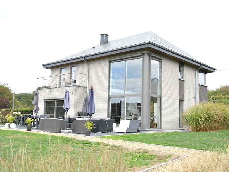 Luxurious Villa in Beauraing with Garden, casa vacanza a Villers-sur-Lesse