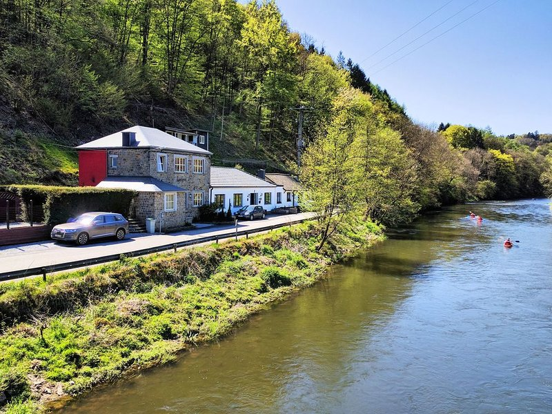 Charming Holiday Home In Durbuy with Garden, holiday rental in Houmart