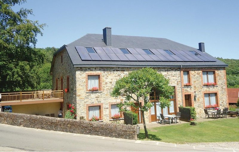 2 Zimmer Unterkunft in Haut-Fays, aluguéis de temporada em Daverdisse