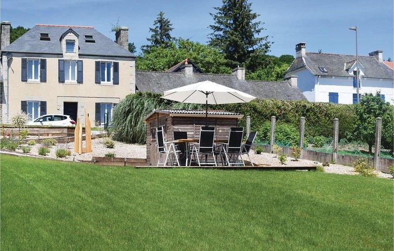 4 Zimmer Unterkunft in Caurel, vacation rental in Saint-Mayeux