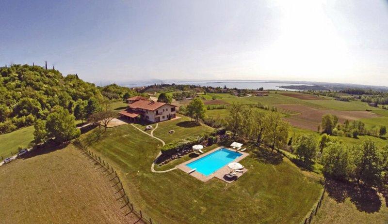 Villa Monte Croce App. PAR  2 Schlafzimmer, 2 Bäder Terrasse und Garten, großer, holiday rental in Lake Garda