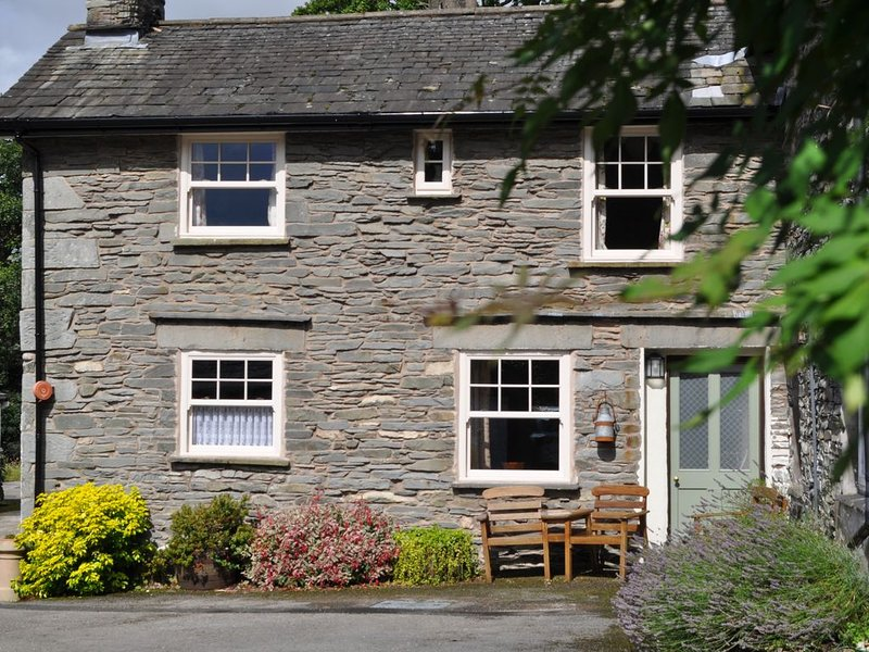 GRASMERE, Hollens Farm Cottage sleeps 4, close to village, parking and WiFi inc., holiday rental in Grasmere