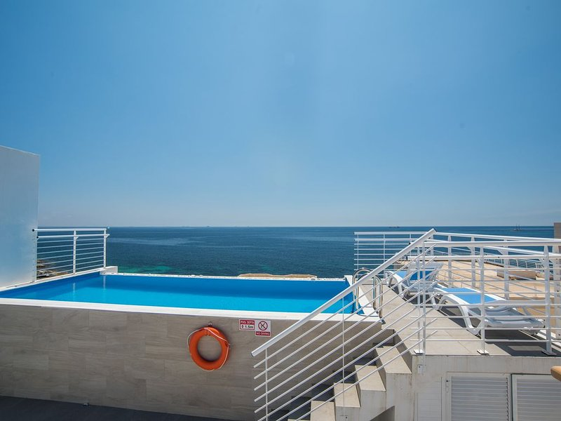 Villa Apartments with direct sea views and private pool, vacation rental in Island of Malta