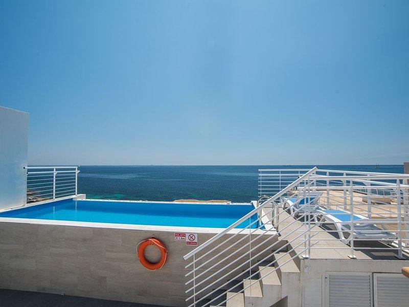 Villa Apartments with direct sea views and private pool, alquiler de vacaciones en Isla de Malta