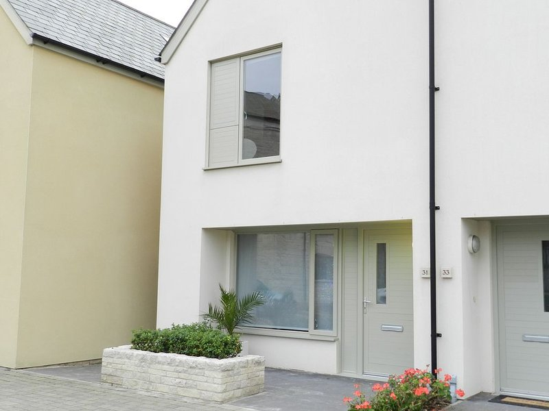 Stone's Throw, open plan modern house, a short walk from Chesil Beach, vacation rental in Isle of Portland