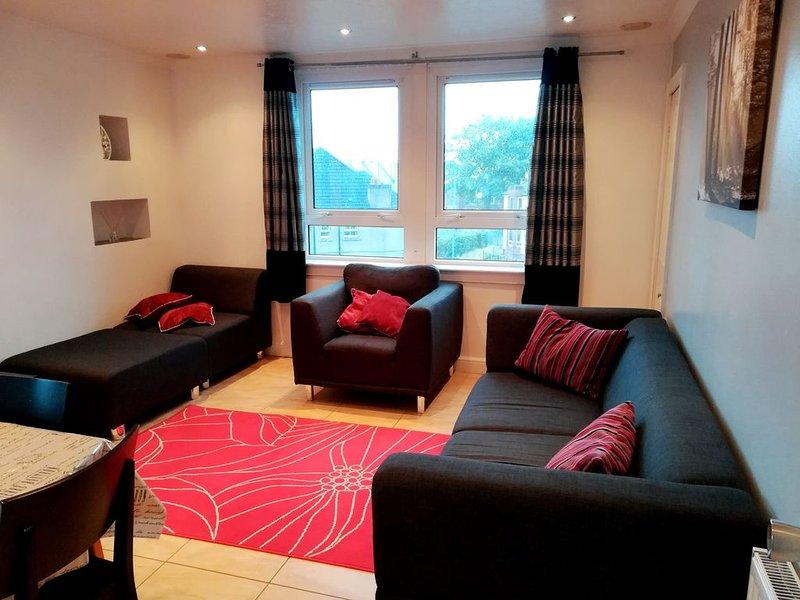 3 bedroom apt. Virgin internet 100 Mbps, Virgin Tv, Netflix and free parking, holiday rental in Renfrew