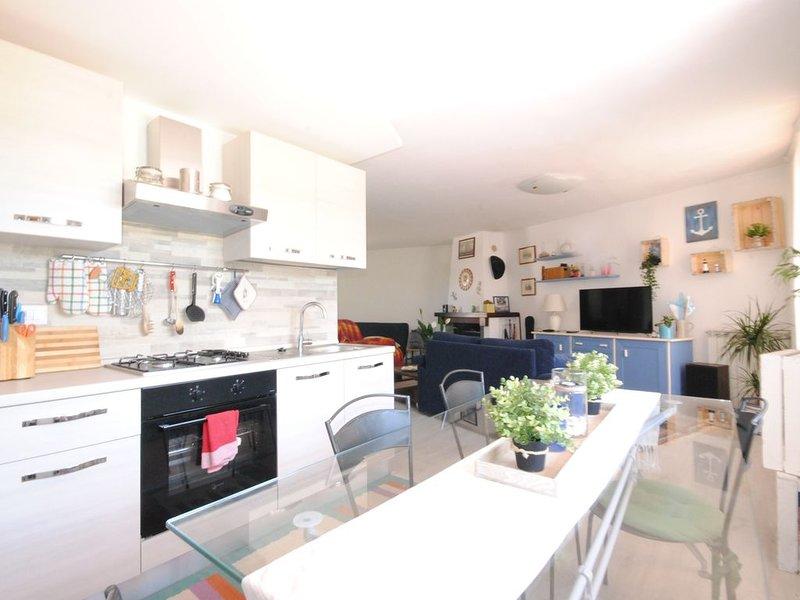 Civico 43: Bellissimo appartamento con giardino fronte mare a due passi dal mare, holiday rental in Cagliari