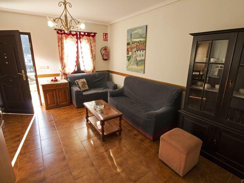 Apartamento rural las palmeras para 6 personas, holiday rental in Tornin