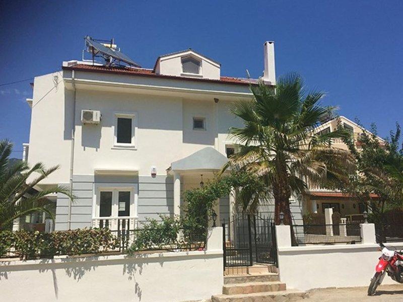 4 Bed Detached Villa with Private Pool & Garden Close to Village Centre, location de vacances à Yesiluzumlu