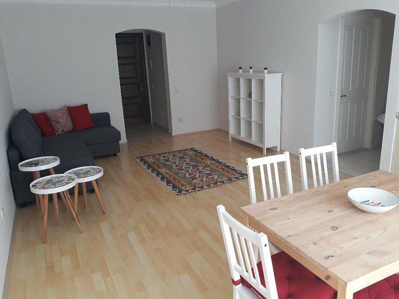 Großzügige Ferienwohnung in Ilica / Cesme mit Balkon, holiday rental in Cesme