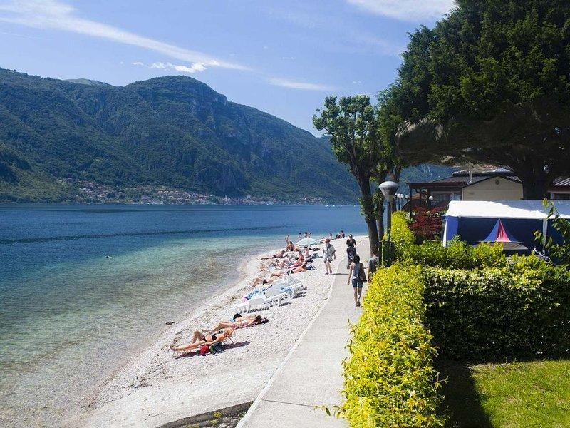 Alexandra House 4 persone Fronte Lago, holiday rental in Canzo