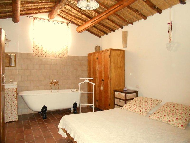 Trilocale  con giardino 4 posti letti Mare e Relax WIFI Parking  area gioc, vacation rental in San Giovanni Suergiu