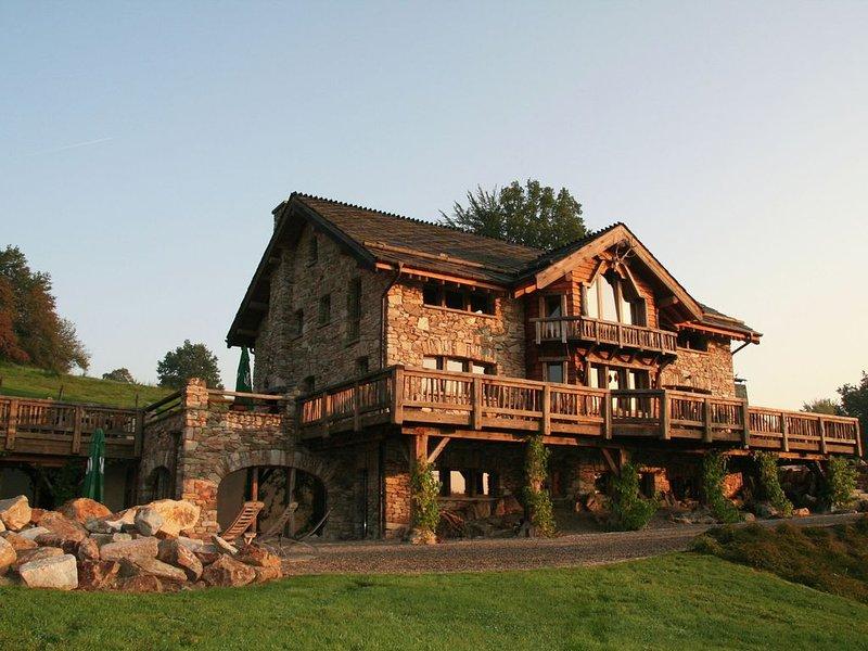 Opulent Chalet in Thirimont with Turkish Steambath & Sauna, location de vacances à Waimes