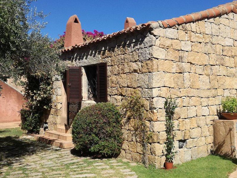 Appartamento/villetta con giardino e vista mare, vacation rental in Porto Cervo