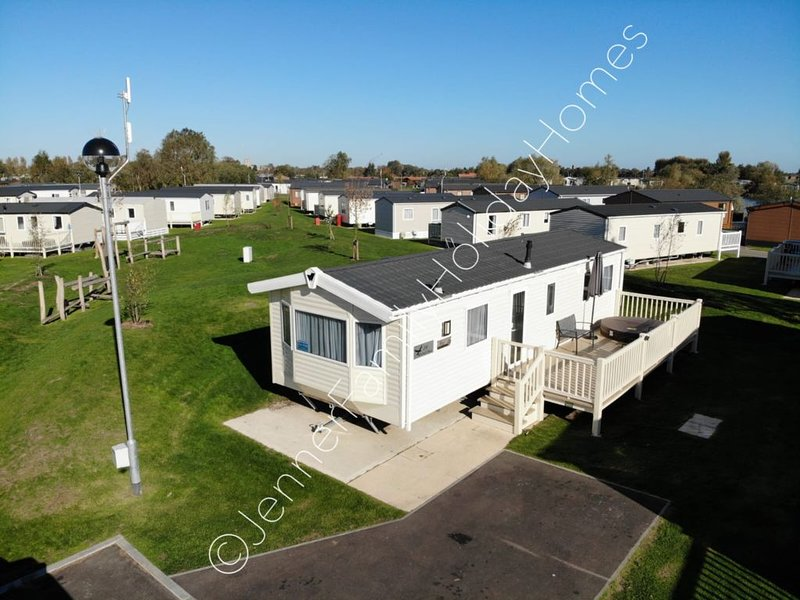 8 Berth Caravan with private hot tub, holiday rental in Freiston