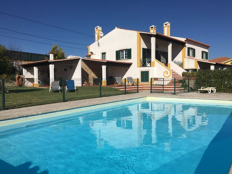 Beautiful villa with private pool, 3 bedrooms, Ferienwohnung in Cadaval