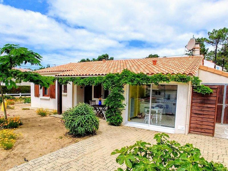 Maison avec jardin, à 200m de la plus belle plage de France, forêt domanial, holiday rental in La Tranche sur Mer