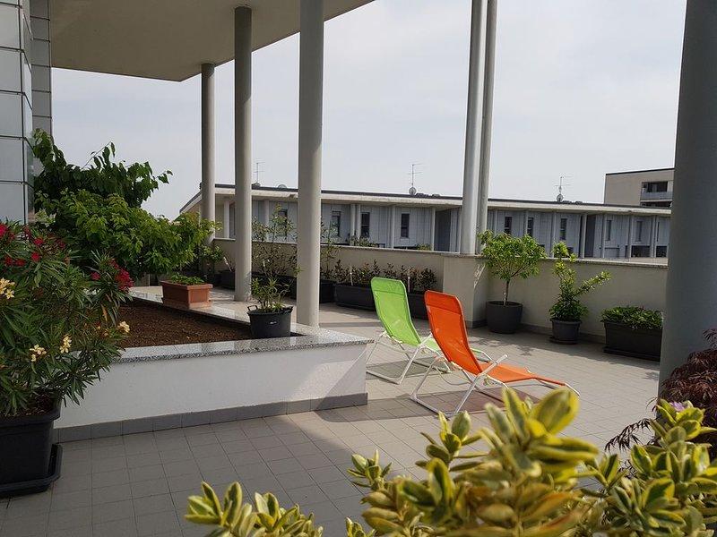 Attico con terrazzo -- Exclusive Milano, holiday rental in Locate di Triulzi