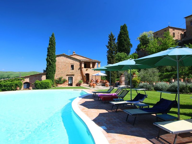 Attractive Farmhouse in Montalcino with Private Terrace, holiday rental in San Giovanni d'Asso