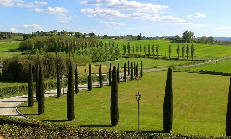 Porcilaia Tuscany luxury semi-detached house w shared pool in Siena countryside, vacation rental in San Rocco a Pilli