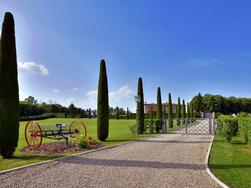 Siena countryside luxury villa, shared pool, ideal base to discover Tuscany – semesterbostad i Siena