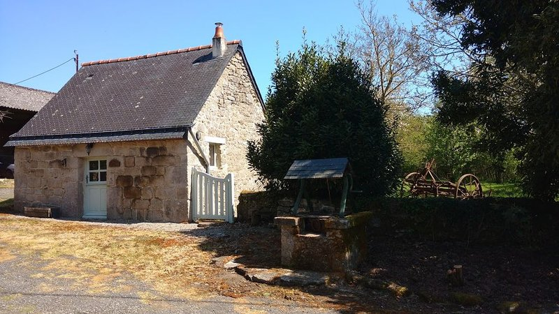 Romantic Cottage For Two, holiday rental in Guern
