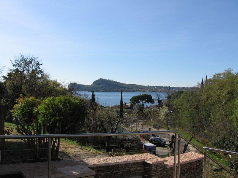 Casa per vacanze a 50mt dal lago con Jacuzzi, holiday rental in San Felice del Benaco