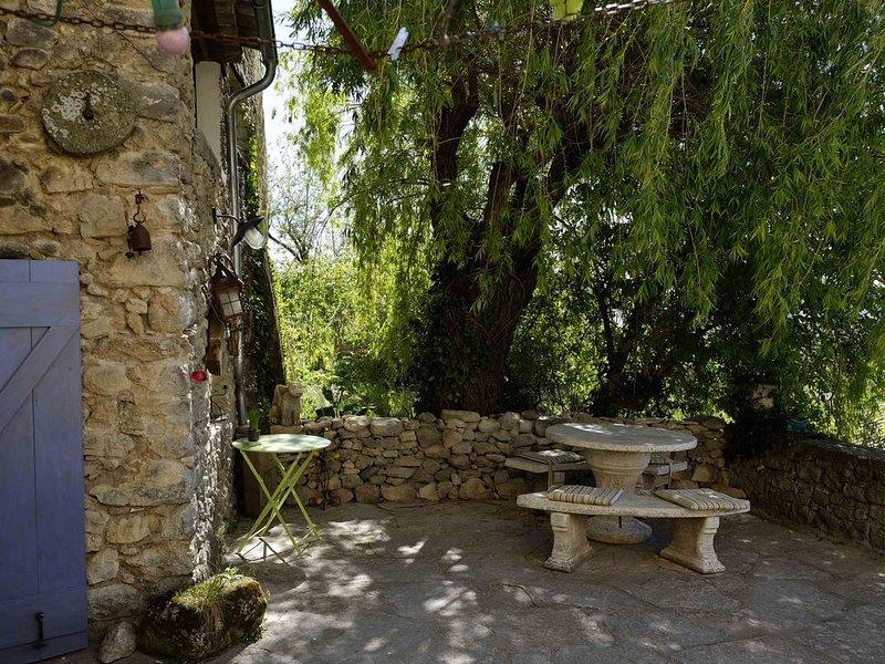 A louer jolie maison provençale, holiday rental in Cruis