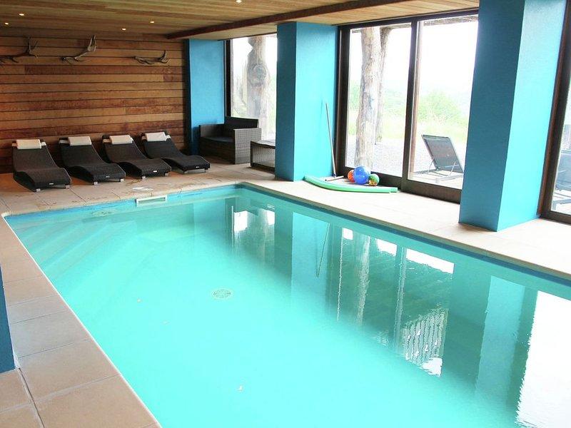 Luxurious Holiday Home in Stoumont with Pool & Bar, location de vacances à La Gleize