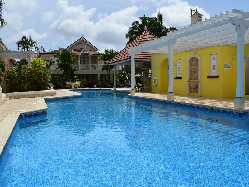 Stylish one bed villa within walking distance of the beach, holiday rental in Mullins