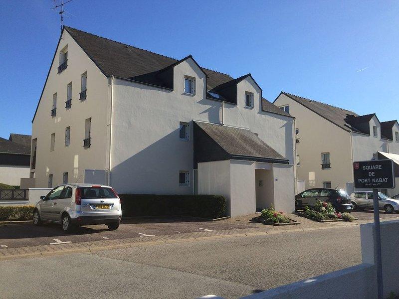 Studio rénové à neuf proche du centre historique, holiday rental in Theix