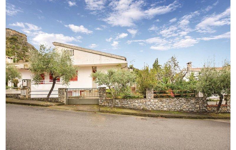 4 Zimmer Unterkunft in Praia a Mare, vacation rental in San Nicola Arcella