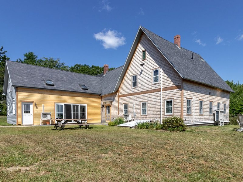 Remodeled farmhouse on 100 acres w/2 ponds - great spot to relax, vacation rental in Blue Hill