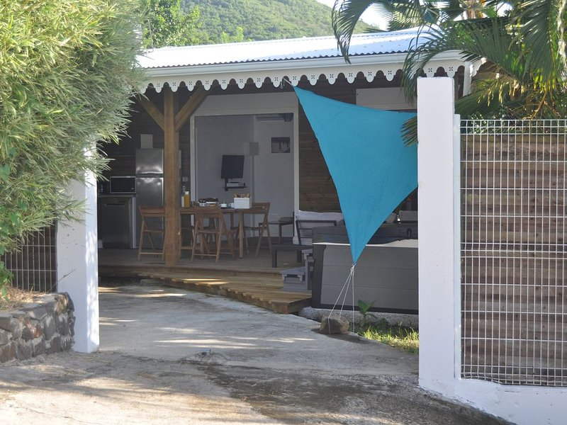Charmant Bungalow de standing, holiday rental in Le Diamant