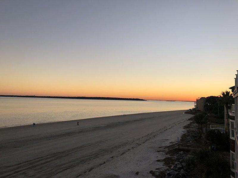 Beautiful Ocean Front Cottage with Gorgeous Views - On the Beach! Beachfront!, alquiler de vacaciones en Brunswick