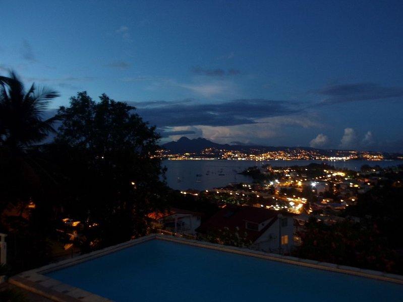 villa sur les hauteurs de l'Anse Mitan pour 6 pers avec piscine, vue mer, holiday rental in La Pagerie