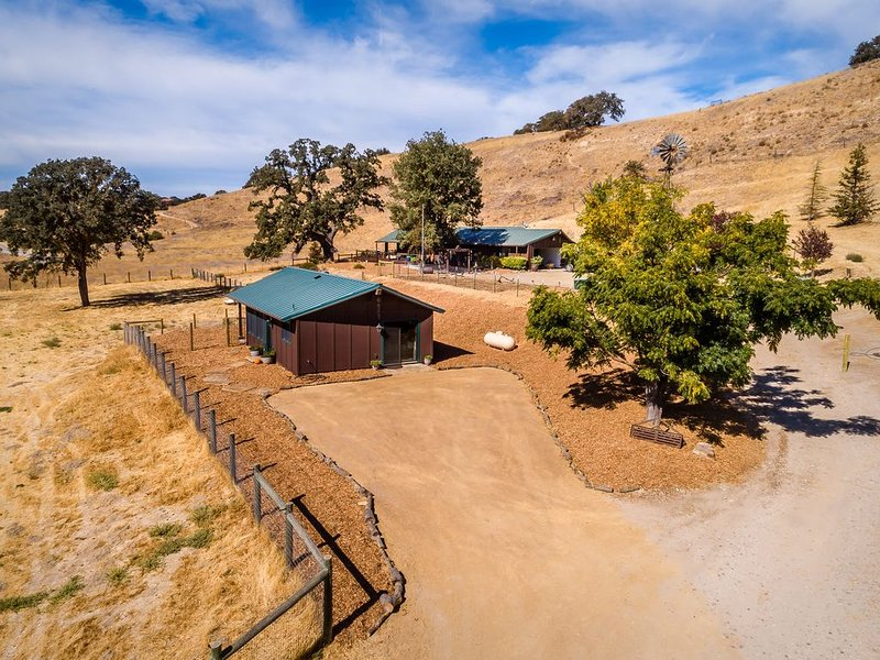 Beautiful Coyotepaw Cabin One bedroom, holiday rental in Paso Robles