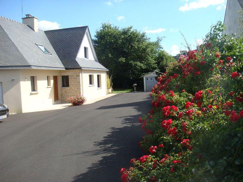 Maison avecwifi et jardin à la pointe du Cabellou à 50m des plages avec agrement, holiday rental in Concarneau