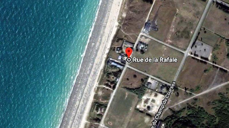 Gîte-bord de plage, terrasse et parking privés, alquiler vacacional en Longueville