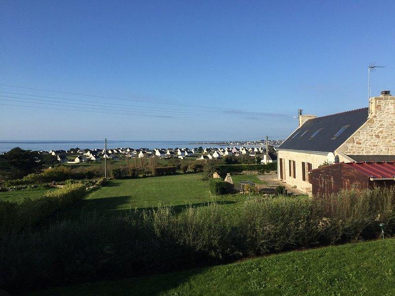 Vue mer sur la baie d'Audierne, maison 6 pers 500 m de la plage TV/SAT/Internet, holiday rental in Plouhinec