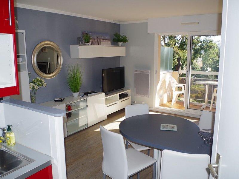 Charmant T2 + garage. Proximité plage et commerces, holiday rental in Loire-Atlantique